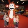 Maki jelmez, az Izgiland Játszóházban Törökbálinton a gyerekek körében
