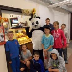 Panda jelmez, gyerekek között