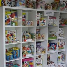 Incifinci gyermekruházati bolt - játékok