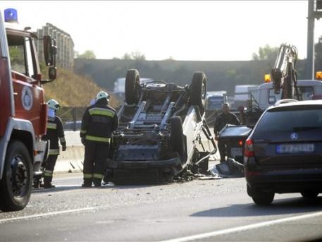 Csúnya baleset (fotók: Mihádák Zoltán - MTI)
