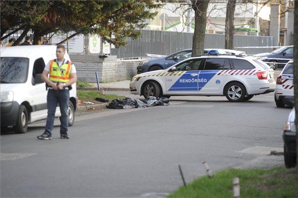 A helyszínen meghalt a megkéselt férfi (fotó: Mihádák Zoltán – MTI)
